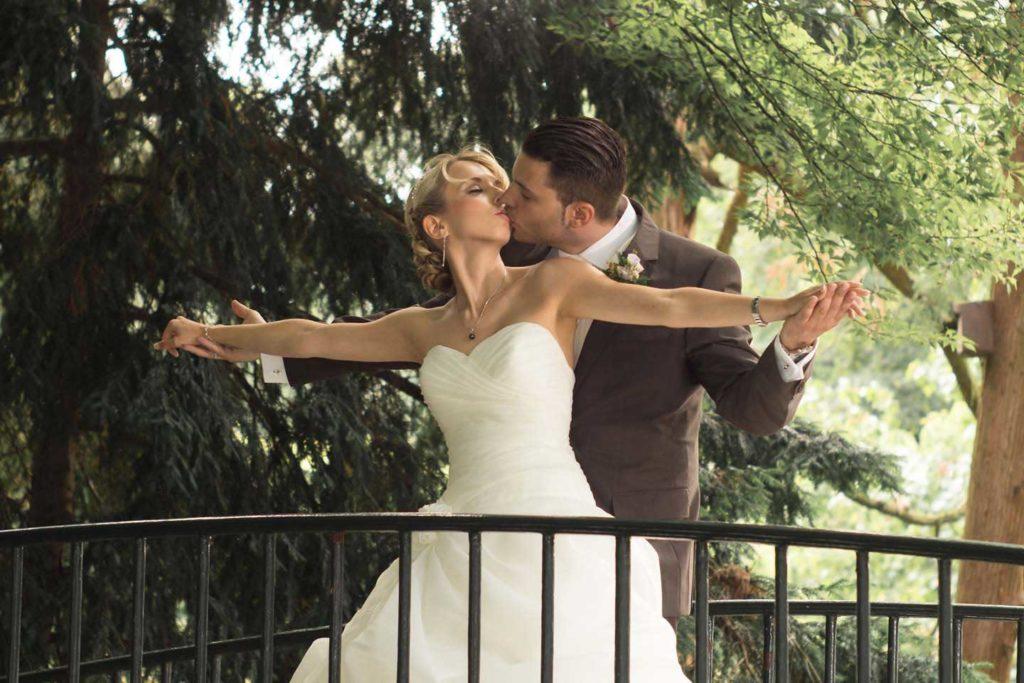 Hochzeitsfotograf Düsseldorf Brautpaar im Benrather Schlosspark