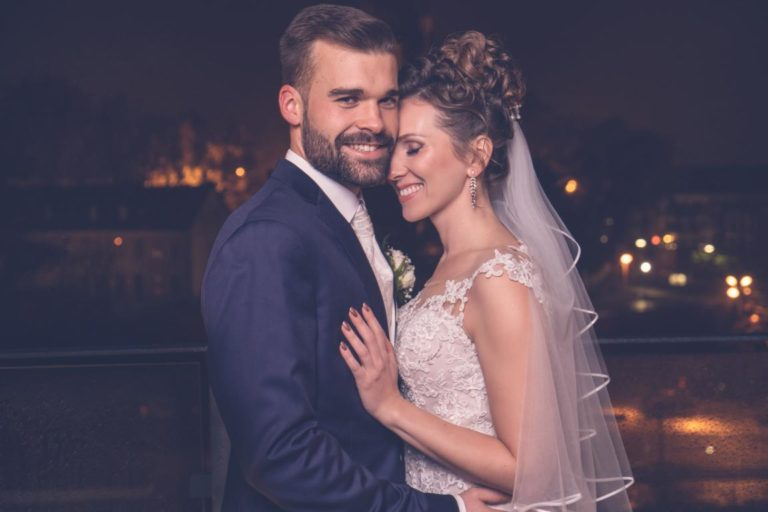Brautpaar-Hochzeitsfotograf-Düsseldorf-Hochzeit-Neuss-Pegelbar-Fotoshooting-Liebe