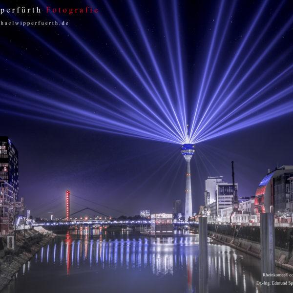 Rheinkomet / Rheinturm / Medienhafen / Düsseldorf 2016 / Dus Illuminated / Fotograf Michael Wipperfürth