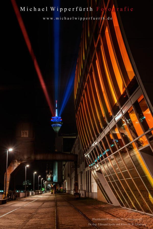 Rheinkomet / Rheinturm / Medienhafen / Düsseldorf 2017 / Dus Illuminated / Haus vor dem Wind / Fotograf Michael Wipperfürth