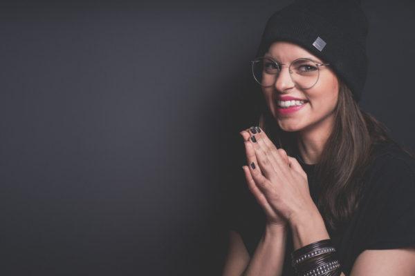 Franziska-Benz-Portrait-Fotostudio-Fotograf-Düsseldorf-Querformat-Daily-Drama-Alles-was-zählt-Schauspielerin