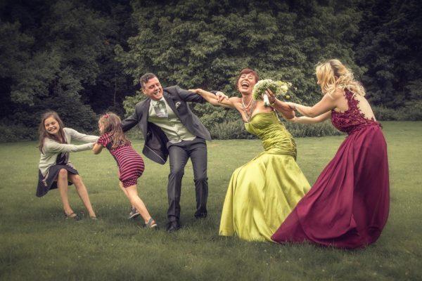Hochzeit-Brautpaar-Gruppenbild-Fotograf-Düsseldorf