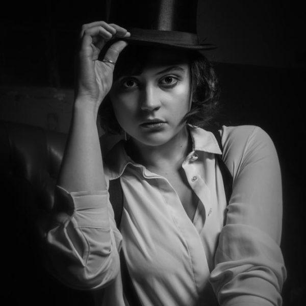 Model-Frau-Retro-Vintage-Duesseldorf-Fotograf-Schwarzweiss