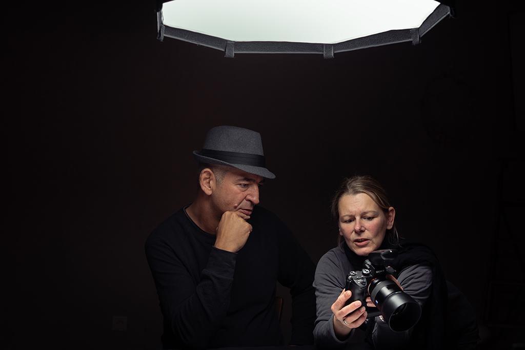 Model-Mann-Alexander-Gründel-Fotograf-Fotostudio-Fotoshooting-Lichtsetup-Makingof